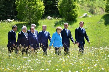 G7 leaders for the start of the Summit at Schloss Elmau in Bavaria, Germany. Photo: Number 10 / Flickr.