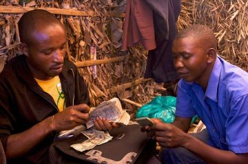 Conflict gold transaction in U.S. dollars in eastern Congo. Photo: Flickr/ ENOUGH Project